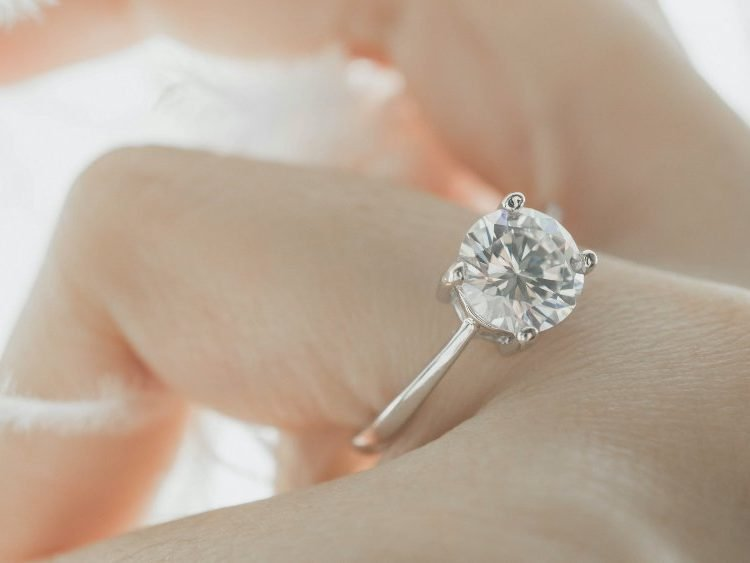 How To Choose A Diamond Solitaire Ring | Diamond Buzz