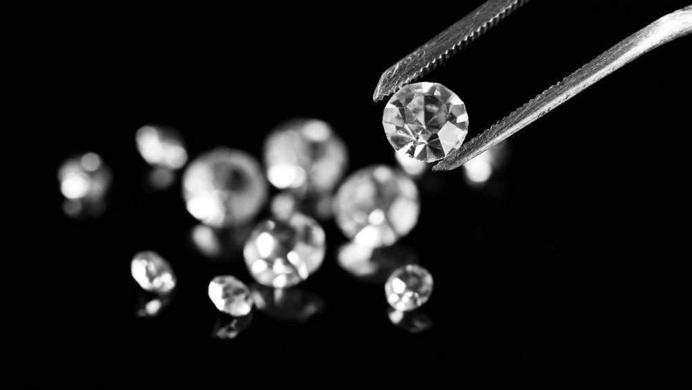 Lab-Grown Diamonds vs Cubic Zirconia: What is the Difference? | Diamond Buzz