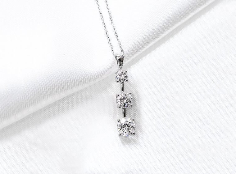 How To Choose A Diamond Pendant