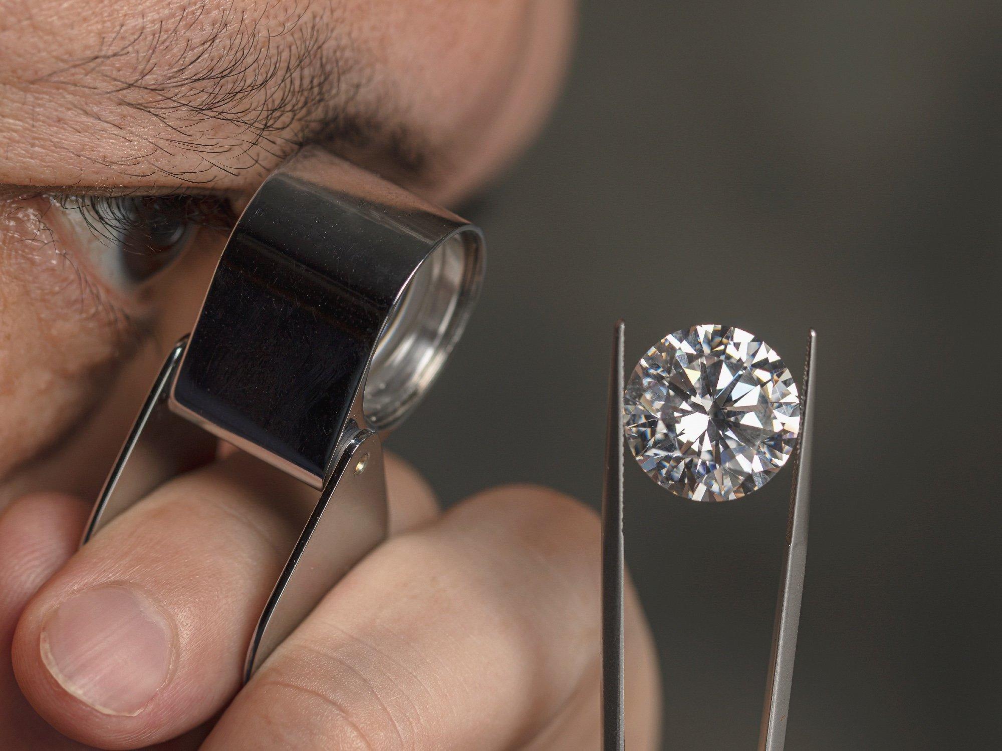 How To Inspect A Diamond With A Loupe | Diamond Buzz