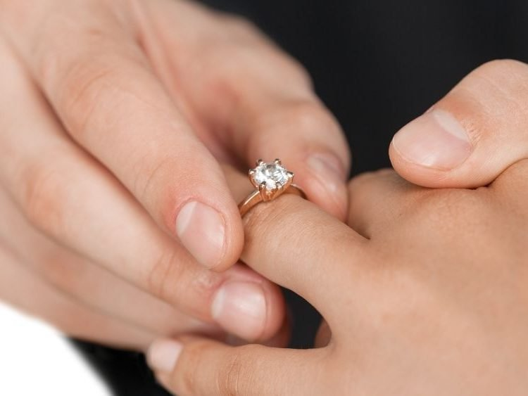 Damaged Ring Prongs: Don'T Put Your Gemstones At Risk | Diamond Buzz