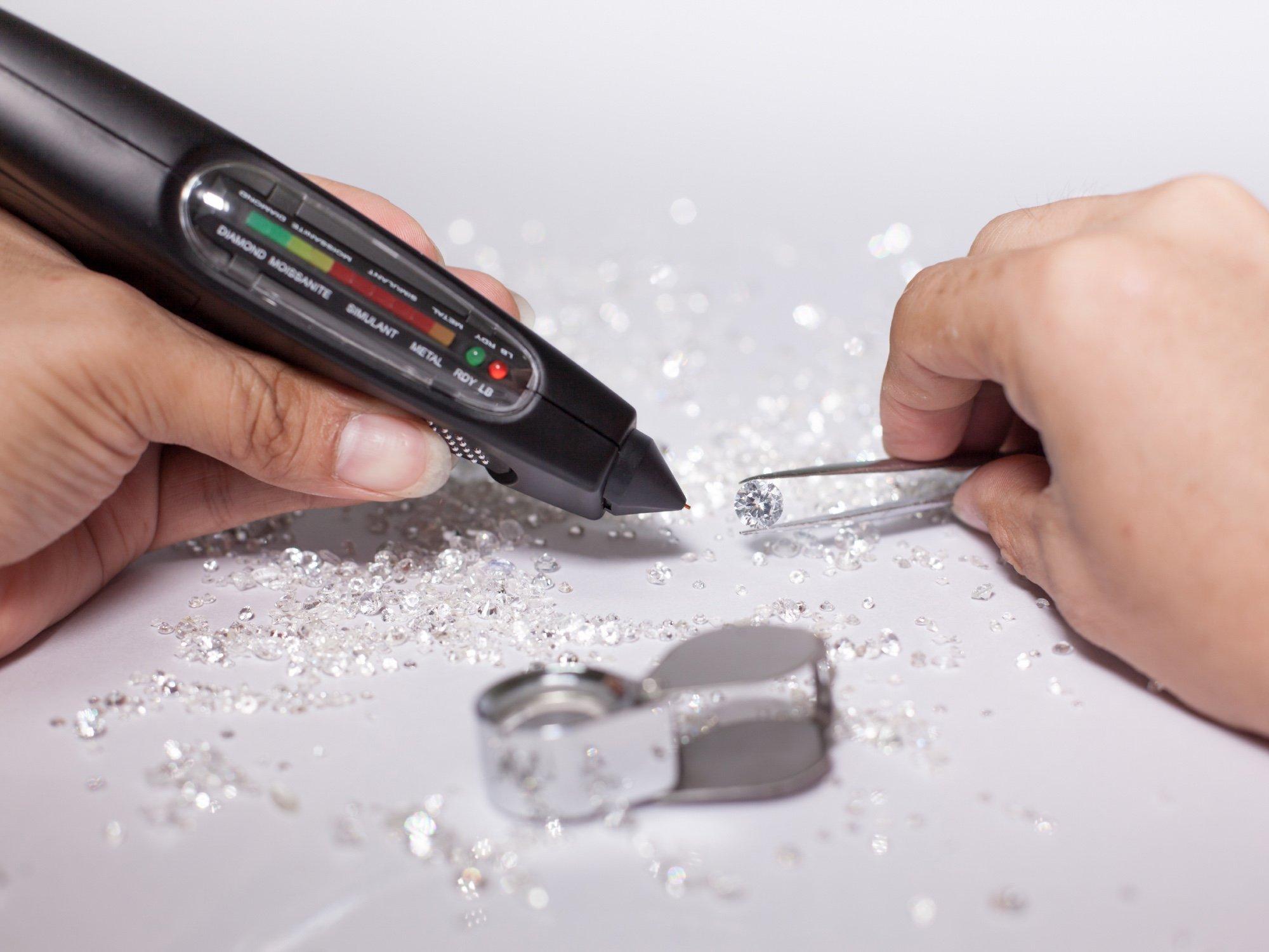 How Does A Diamond Tester Work? | Diamond Buzz