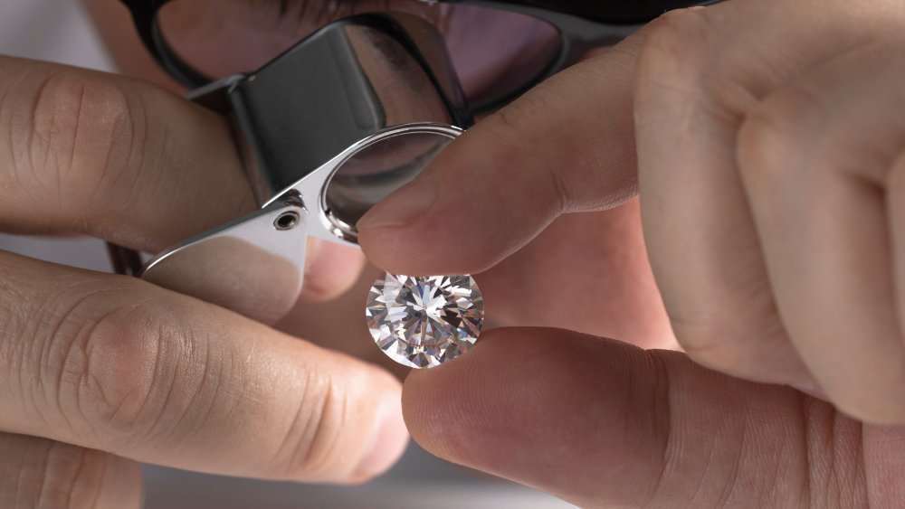 How To Inspect A Diamond With A Loupe